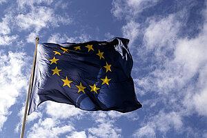 Es wird die Flagge der Europäischen Union angezeigt.