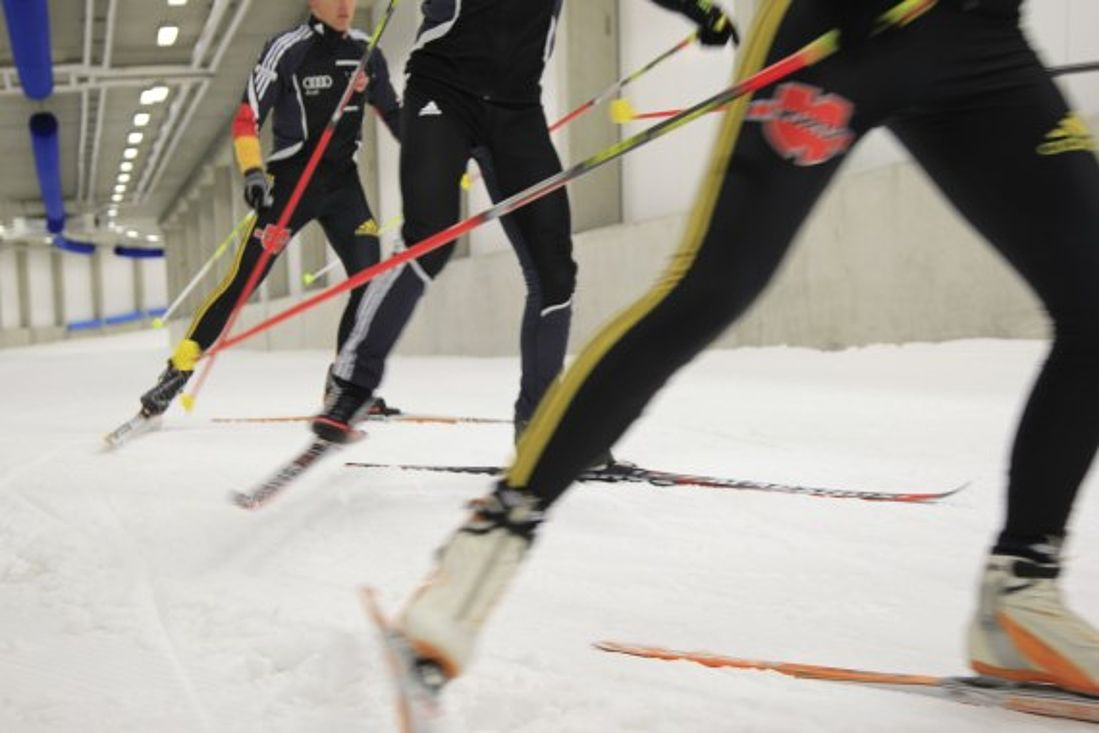 Training von Wintersportlern in der Skihalle Oberhof