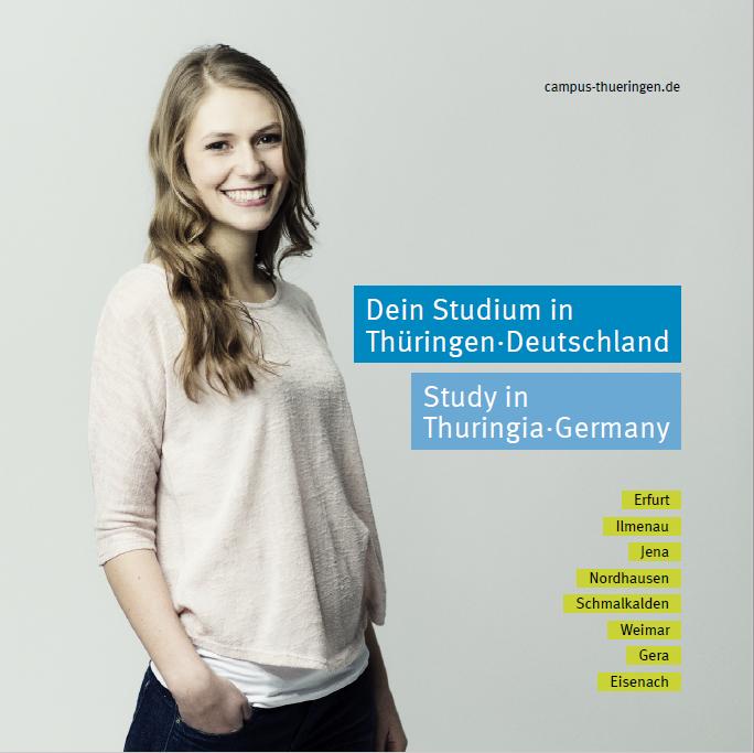 Es wird das Titelbild einer englischsprachigen Broschüre zum Studium in Thüringen angezeigt. Daraus ist eine junge Frau zu sehen.